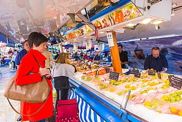 Market in Aix en Provence, Bouches du Rhone, Provence, Provence-Alpes-Cote d'Azur, France, Europe