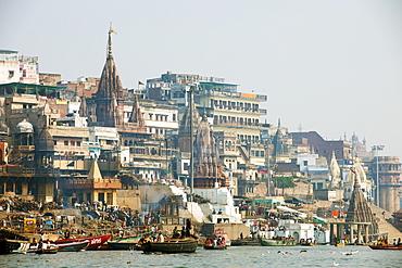 Burning Ghat on the banks of the River Ganges, Varanasi (Benares), Uttar Pradesh, India, Asia