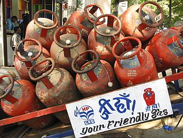 India. Delivering bottled domestic in mumbai. Photo julio etchart