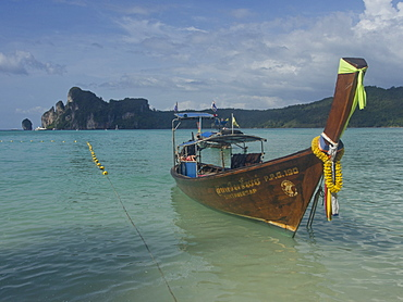 Tourists on boat in the Phi Phi islands, Andaman sea, Thailand, Southeast Asia, Asia