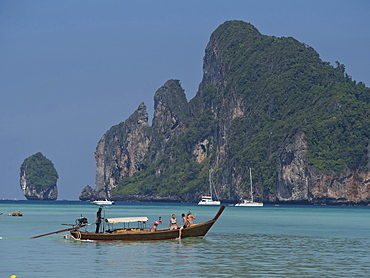 Tourists on long-tail boat in the Phi Phi islands, Andaman sea, Thailand, Southeast Asia, Asia