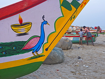 Fishermen and families on the beach in Tamil Nadu, India, Asia