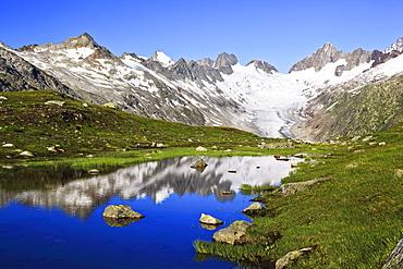 Schweizer Alpen im Sommer, Oberaargletscher, Oberaarhorn, 3638 m, Finsteraarhorn, 4274m, Berner Oberland, Bern, Schweiz