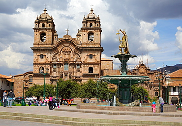 La Compania de Jesus and fountain with statue of Inca King Pachacuteq, Plaza de Armas, Cusco City, Cuzco, UNESCO Wold Heritage Site, Peru, South America