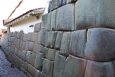 Wall of house made up of part Inca craftmanship and part Spanish workmanship, Cuzco, Peru, South America