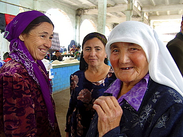 Uzbekistan women in the market at shakhrisabz