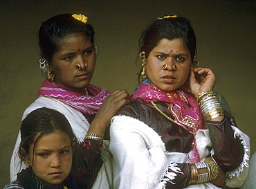 India pahari girls at manali valley