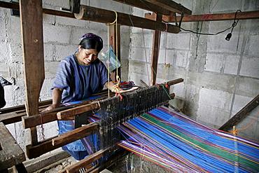 Guatemala petrona perez choco weaving by hand on loom, santa catarina palopo, on lake atitlan