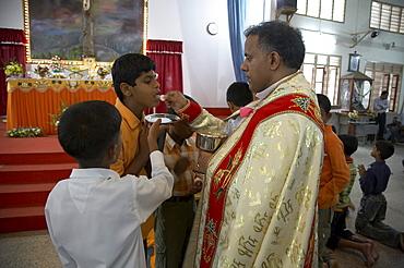 India. Father jose thottakara, syro-malabar catholic parish priest, celebrating sunday mass, saint georges church, ernakulum, kerala. 2007
