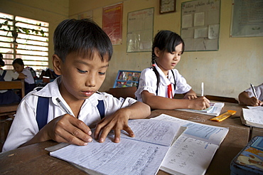 Vietnam hoa binh primary school in vinh long province