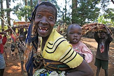 Burundi mother and child, gitera.