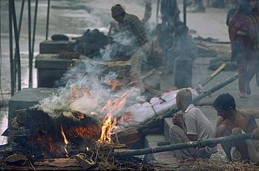 Cremation at pashupati nath temple, kathmandu,nepal