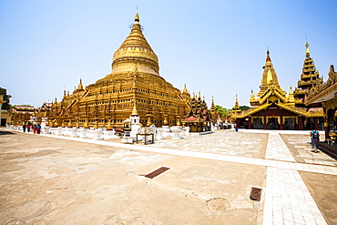 The Shwezigon Pagoda (Shwezigon Paya), a Buddhist temple located in Nyaung-U, a town near Bagan, Myanmar (Burma), Asia