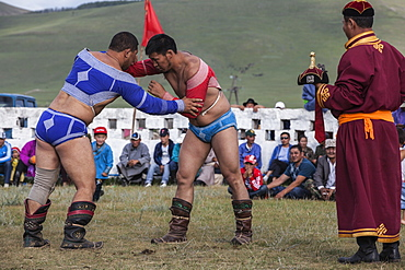 Wrestling match, one of the main attractions of Naadam Festival, Bunkan, Bulgam, Mongolia, Central Asia, Asia