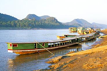 Looking north up the Mekong River, boats moored at Luang Prabang, Laos, Indochina, Southeast Asia, Asia