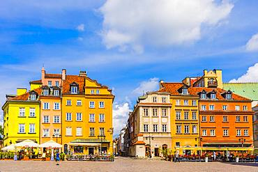 Buildings in Plac Zamkowy (Castle Square), Old Town, Warsaw, Poland, Europe