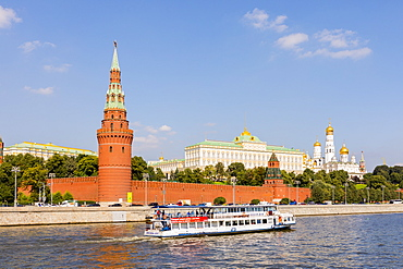 Moscow River and the Kremlin, UNESCO World Heritage Site, Moscow, Russia, Europe
