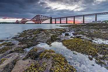 Dawn breaks over the Forth Rail Bridge, UNESCO World Heritage Site, and the Firth of Forth, South Queensferry, Edinburgh, Lothian, Scotland, United Kingdom, Europe