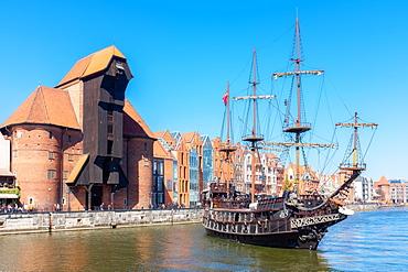 Black Pearl (Leo Galleon), Pirate ship in front of the Crane, Motlawa River, Gdansk, Poland, Europe