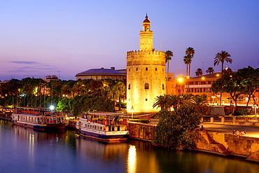 The Torre del Oro (Golden Tower) on the banks of the river Guadalquivir, Seville (Sevilla), Andalusia, Spain, Europe