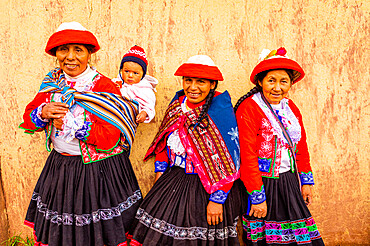 Quechua Women of the Accha Huata Community, Sacred Valley, Peru, South America