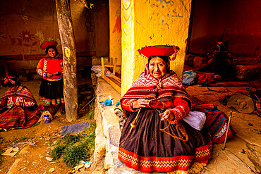 Quechua women of the Pitumarca Community, Sacred Valley, Peru, South America