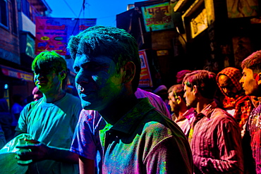 Men covered in pigment, Pigment throwing Holi Festival, Vrindavan, Uttar Pradesh, India, Asia