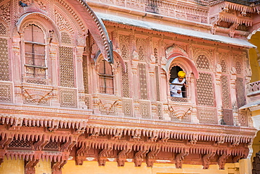 Yellow turbaned palace guard at Mehrangarh Fort in Jodhpur, the Blue City, Rajasthan, India, Asia