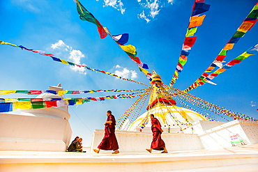 Buddhist monks walking around stupa at Bouddha (Boudhanath temple, UNESCO World Heritage Site, Kathmandu, Nepal, Asia