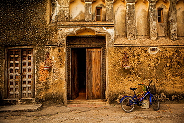 Arabic doorway in Stone Town, UNESCO World Heritage Site, Zanzibar Island, Tanzania, East Africa, Africa