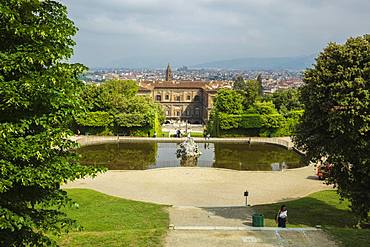 Looking down on the Neptune fountain from the Boboli Gardens to the Palazzo Pitti and city beyond, Florence, Tuscany, Italy, Europe