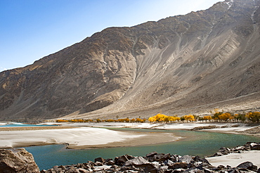 The crystal clear Shyok River in the Khapalu valley near Skardu, Gilgit-Baltistan, Pakistan, Asia