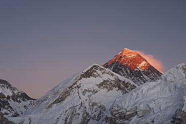 Sun sets on Mount Everest seen from Kala Patar, Khumbu, Himalayas, Nepal, Asia