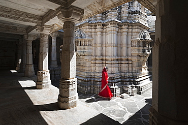 Ranakpur Jain temple where over 1444 marble pillars, carved in exquisite detail, support the temple, Ranakpur, Rajasthan, India, Asia