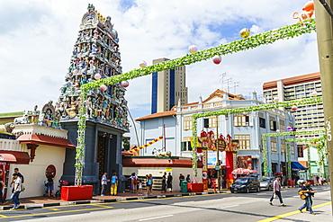 Sri Mariamman temple and Masjid Jamae (Chulia) mosque in South Bridge Road, Chinatown, Singapore, Southeast Asia, Asia