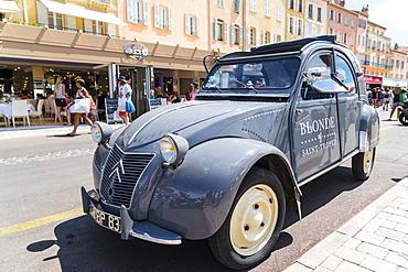 Old Citroen 2CV, Quay Jean Jaures, Saint Tropez, Var, Cote d'Azur, Provence, France, Europe