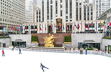 The winter ice skating rink in Rockefeller Plaza, New York City, United States of America, North America