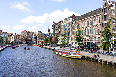 Tourist boats on Rokin, Amsterdam, North Holland, The Netherlands, Europe