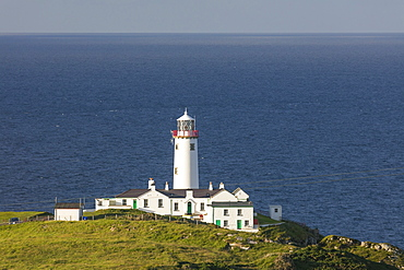 Fanad Head Lighthouse and the Atlantic Ocean, County Donegal, Ulster, Republic of Ireland, Europe