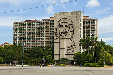 A metal mural of Che Guevara on the side of a government building, Plaza de la Revolucion (Revolution Square), Havana, Cuba, West Indies, Caribbean, Central America