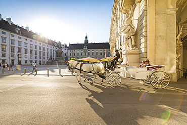 Horse drawn carriage (fiaker), Internal Castle Square, Hofburg, Vienna, Austria, Europe