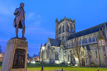 Statue of poet Tannahill and Paisley Abbey, Paisley, Renfrewshire, Scotland, United Kingdom, Europe