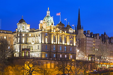 Bank of Scotland HQ and Old Town, UNESCO World Heritage Site, Edinburgh, Scotland, United Kingdom, Europe