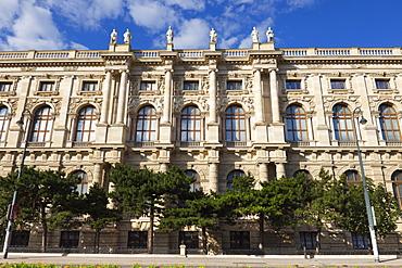 Side view of Natural History Museum (Naturhistorisches Museum), Vienna, Austria, Europe