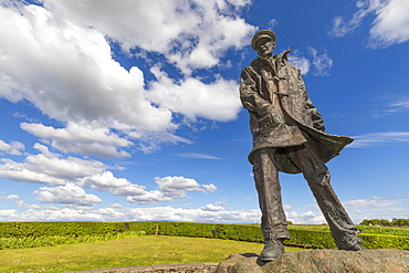 Memorial statue of David Stirling, founder of the Special Air Squadron (SAS), Doune, Stirlingshire, Scotland, United Kingdom, Europe