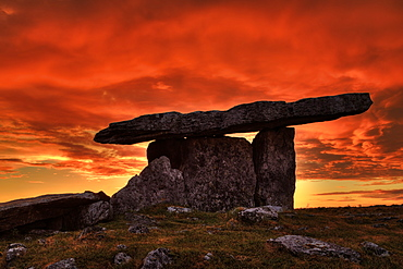 Poulnabrone Portal Tomb, County Clare, Munster, Republic of Ireland, Europe