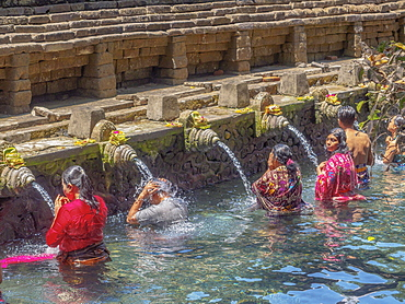Bathing in the holy waters of Pura Tirta Empul, Bali, Indonesia, Southeast Asia, Asia