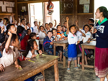 Primary school classroom full of students, Houy Mieng village, Laos, Indochina, Southeast Asia, Asia