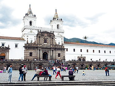 Plaza San Francisco with 16th century church and monastery of St. Francis, UNESCO World Heritage Site, Quito, Ecuador, South America