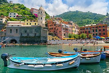 Harbour at Vernazza, Cinque Terre, UNESCO World Heritage Site, Liguria, Italian Riviera, Italy, Europe